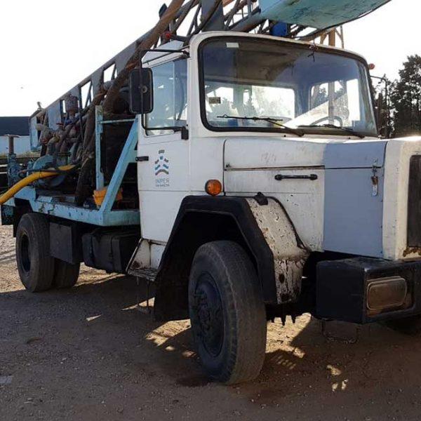 Perforadora de pozos sobre camicón Magirus