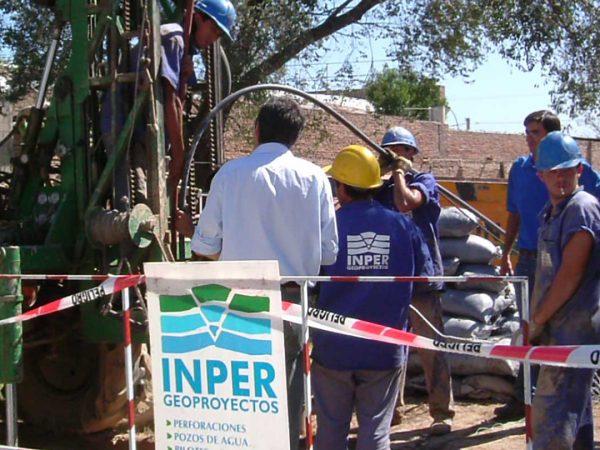 Perforación para protección catódica de tuberías de gas