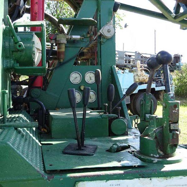 Perforadora de pozos sobre camión Unimog